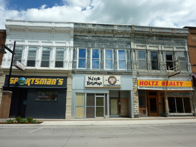 Len Jus Building, 213-217 N. Federal, Mason City, IA. Classic Mesker Brothers upper facade. Originally installed by one owner, now multiple ownership is evident by various maintenance levels. Image courtesy of Anthony Rubano.